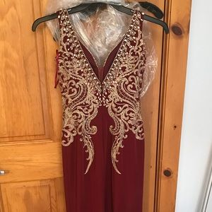 Dresses & Skirts - Red prom dress with gold sequins